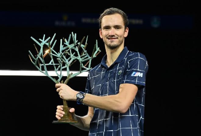 Daniil Medvedev a remporté son 1er titre à Paris-Bercy ce dimanche en battant A. Zverev - © Tec - RG