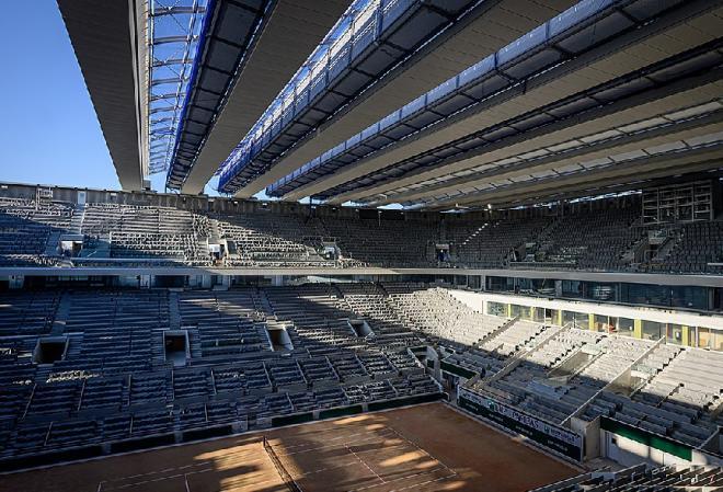 Le nouveau Central de Roland Garros avec son toit rétractable sera finalement utilisé en septembre - © DR
