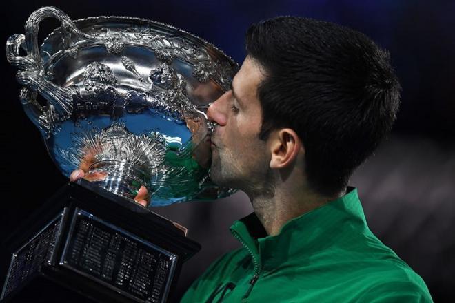 En battant Dominic Thiem en cinq manches dans un gros combat, Novak Djokovic a conservé son titre à Melbourne, remportant ains son 17ème titre en Grand Chelem - © DR