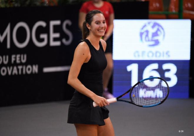 Grâce à sa victoire face à Viktoria Kuzmova ce mardi, Océane Dodin remporte son premier match sur le circuit WTA depuis deux ans - © DR